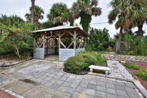 Tiki Garden Hut